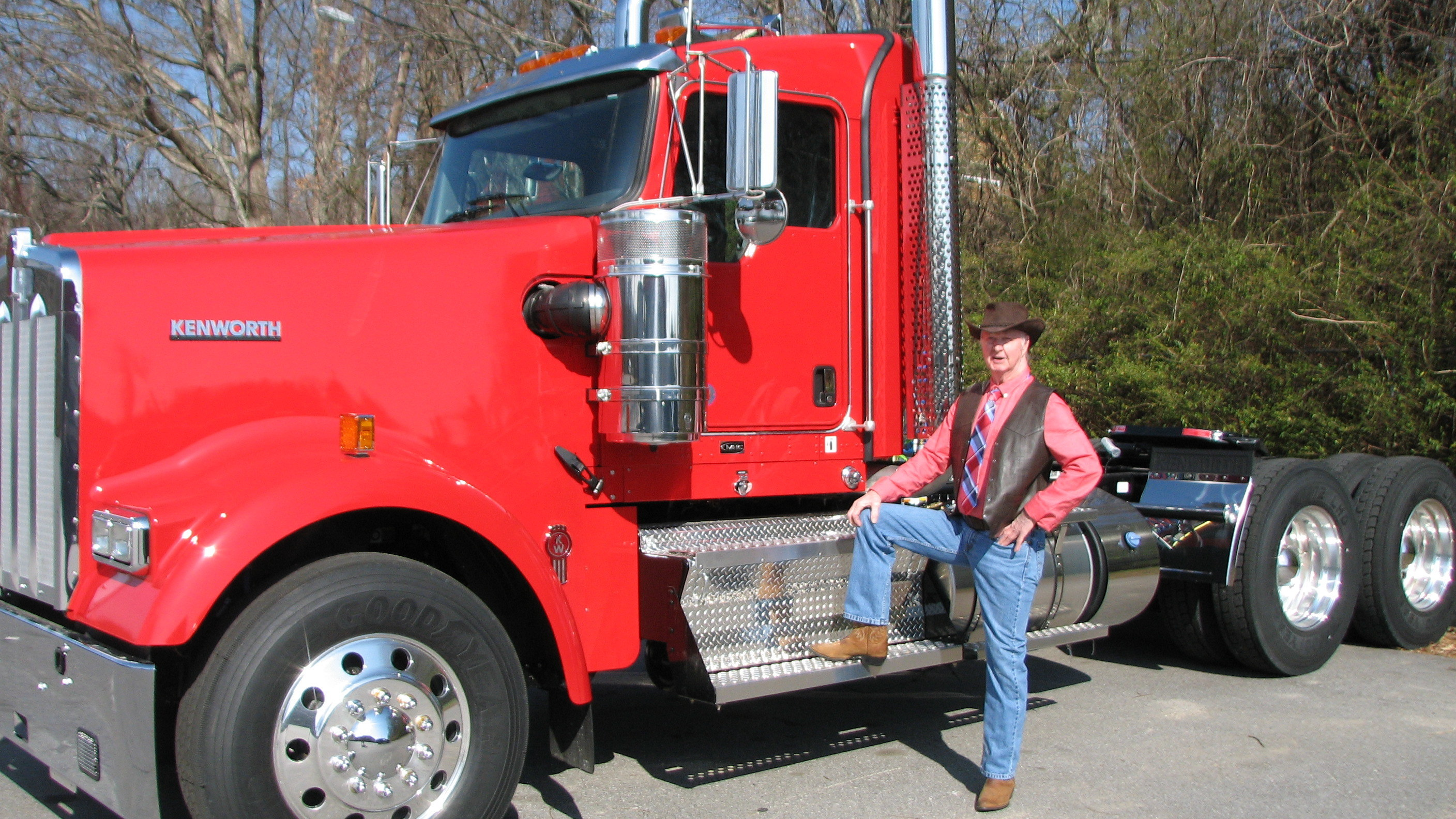 Big Rig Coming For You : Big rig story author and trucker visit tiverton schools